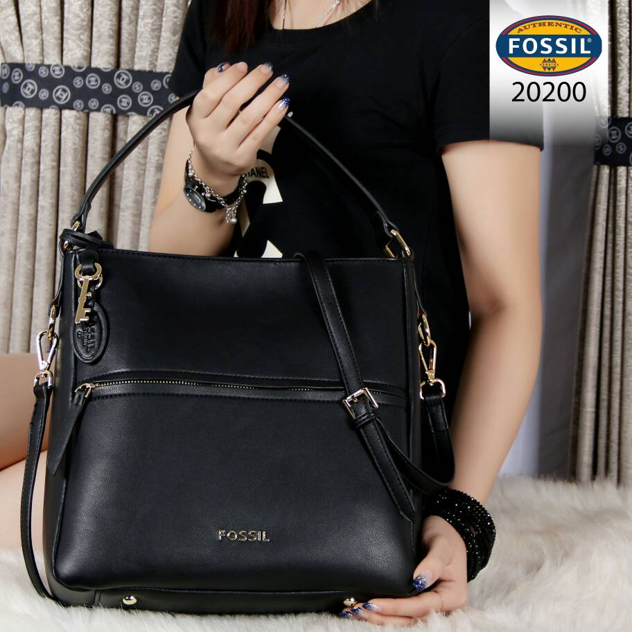 db6209671 CollectionBatam | Tas Fossil Corey Hobo Leather Hitam Semi Ori